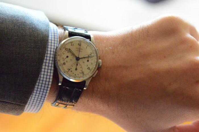 エルメス(Hermes) ユニバーサ・ジュネーブ時計を腕につけたところ