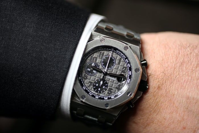introducing the new royal oak offshore 42mm collection from audemars piguet live pics details. Black Bedroom Furniture Sets. Home Design Ideas