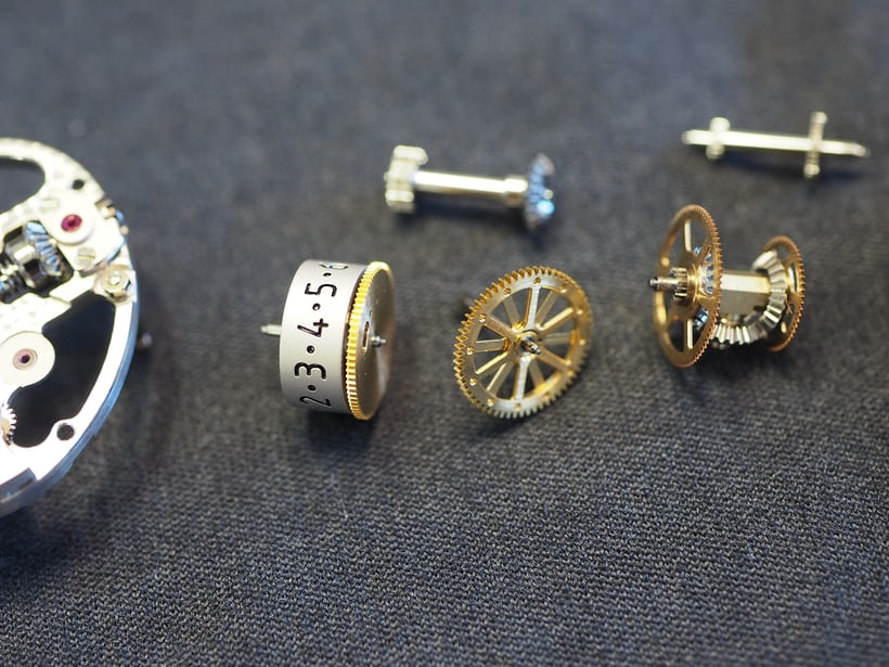 Disassembling the Type 370 movement