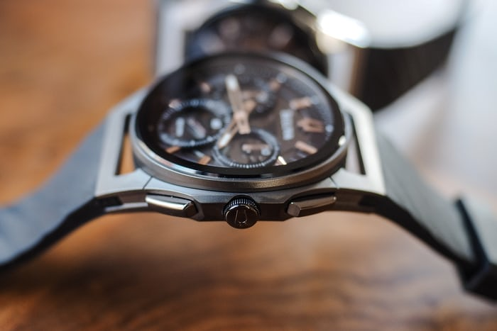 bulova curv chronograph side view