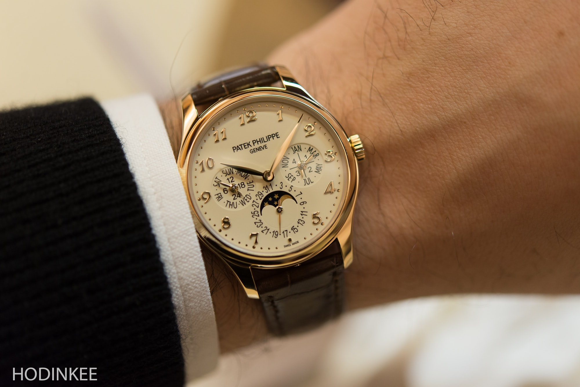Patek 5327J Introducing: The Patek Philippe 5327, A Brand New Perpetual Calendar Model In A New 39mm Case (Live Pics) Introducing: The Patek Philippe 5327, A Brand New Perpetual Calendar Model In A New 39mm Case (Live Pics) Patek5327 1