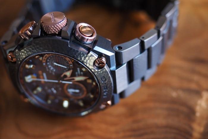 casio g shock hammer tone bracelet closeup 2