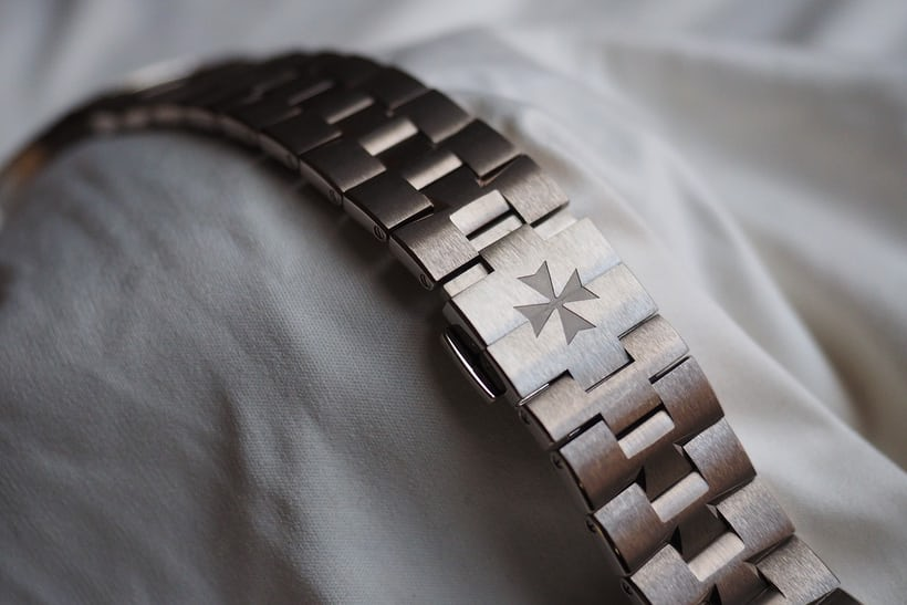 Vacheron Constantin Overseas Ultra-Thin bracelet detached