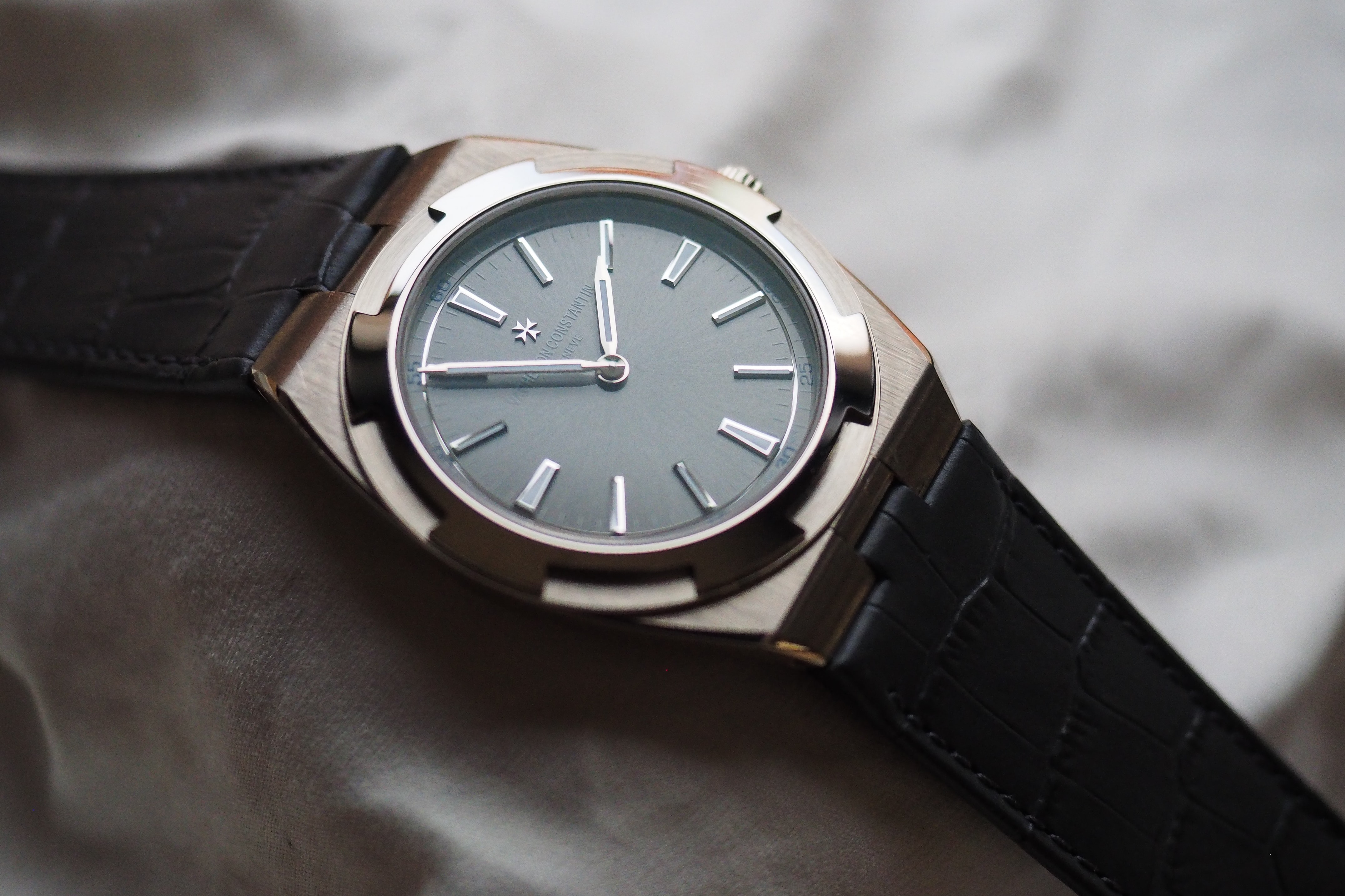 Vacheron Constantin Overseas Ultra-Thin on alligator A Week On The Wrist: The Vacheron Constantin Overseas Ultra-Thin, And Some Highly Subjective Thoughts On The Perfect Watch A Week On The Wrist: The Vacheron Constantin Overseas Ultra-Thin, And Some Highly Subjective Thoughts On The Perfect Watch P4280108