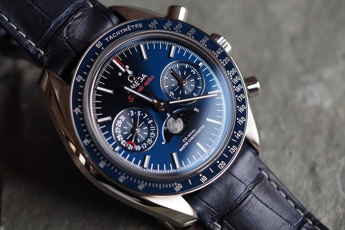 Omega Speedmaster Moonphase Master Chronometer Chronograph steel blue dial