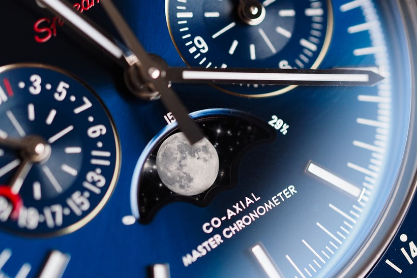 Omega Speedmaster Moonphase Master Chronometer Chronograph steel moonphase closeup