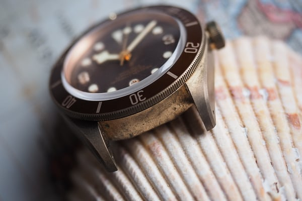 black bay bronze interlug patina