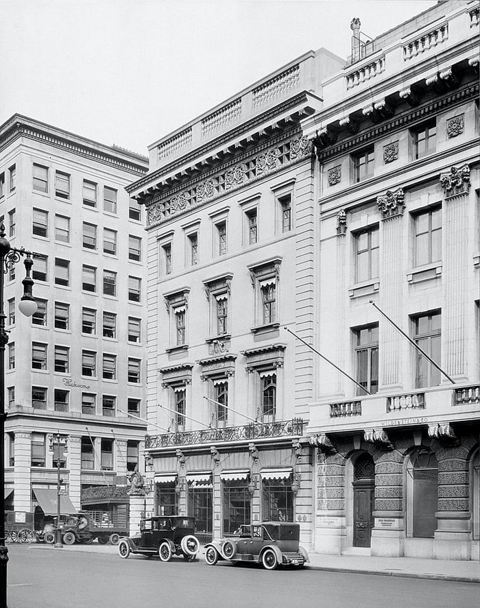 Cartier mansion corner view 1920