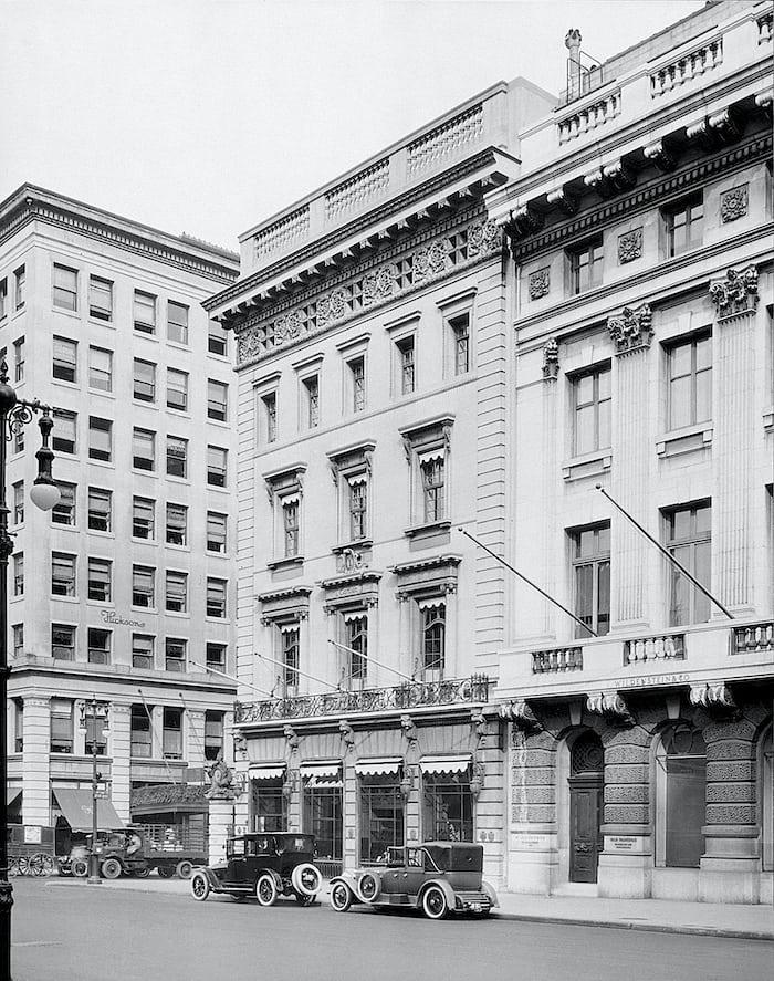 Cartier mansion corner view 1920