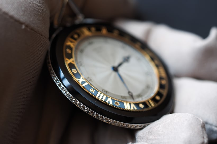 Double Chapter Ring Cartier Pocket Watch In Onyx And Platinum, 1926 case flank