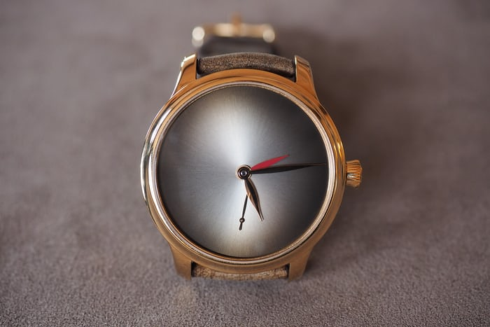Moser Dual Time Concept fume dial