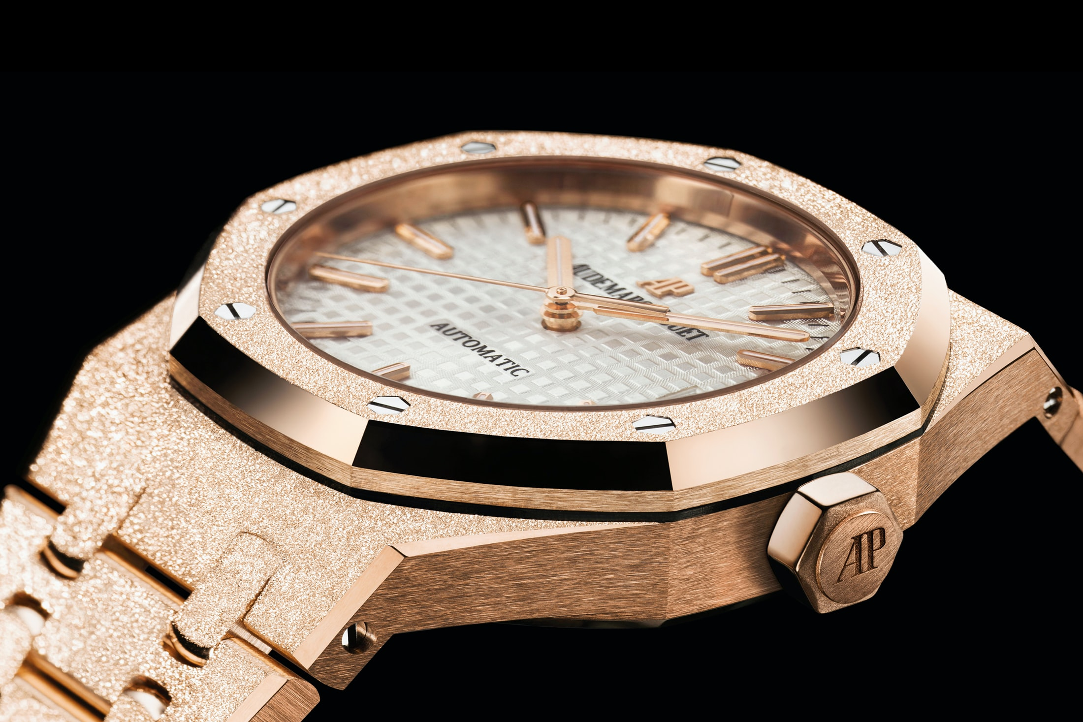 frosted rose gold royal oak aud Introducing: The New 40th Anniversary Frosted Gold Ladies' Royal Oak From Audemars Piguet Introducing: The New 40th Anniversary Frosted Gold Ladies' Royal Oak From Audemars Piguet ap lede2