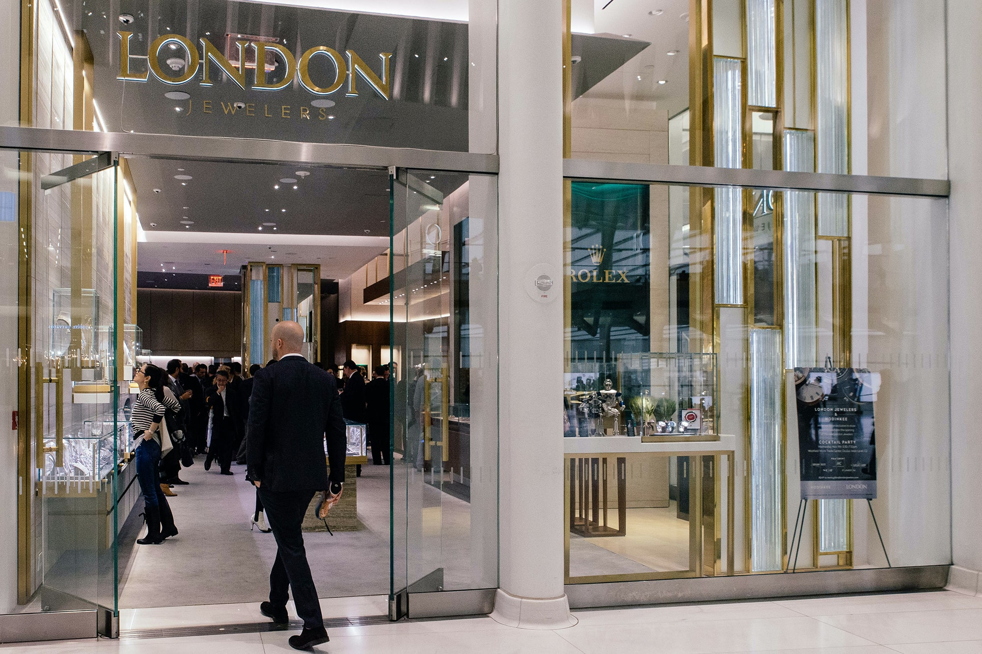 Photo Report: HODINKEE Celebrates London Jewelers' New Store In New York City's Oculus Photo Report: HODINKEE Celebrates London Jewelers' New Store In New York City's Oculus 20161109 LondonJewelersxHodinkee 111