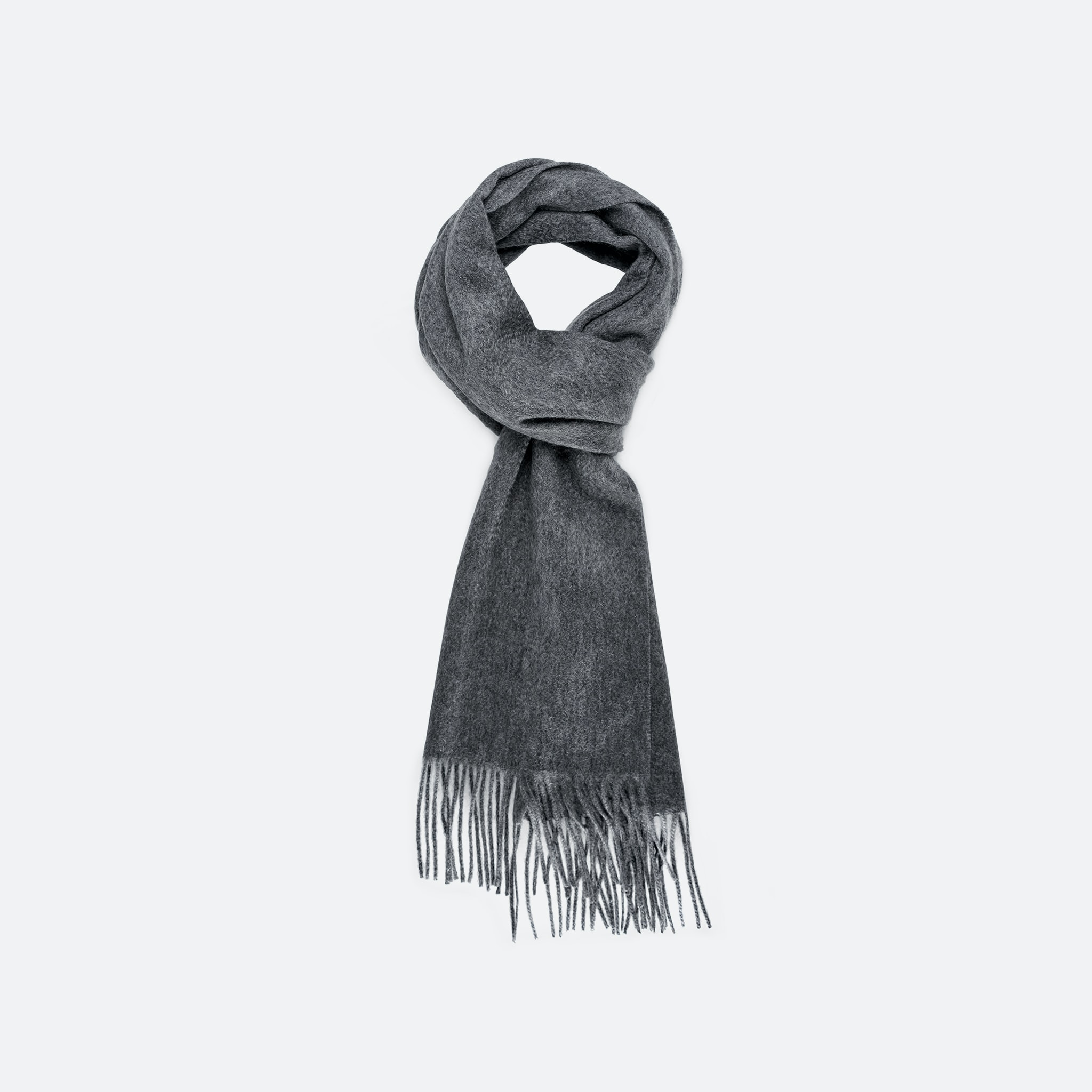 The HODINKEE Shop also stocks other variations of the same 100% cashmere scarf. In The Shop: Introducing The HODINKEE Holiday Gift Collection In The Shop: Introducing The HODINKEE Holiday Gift Collection SCARF G OS 1