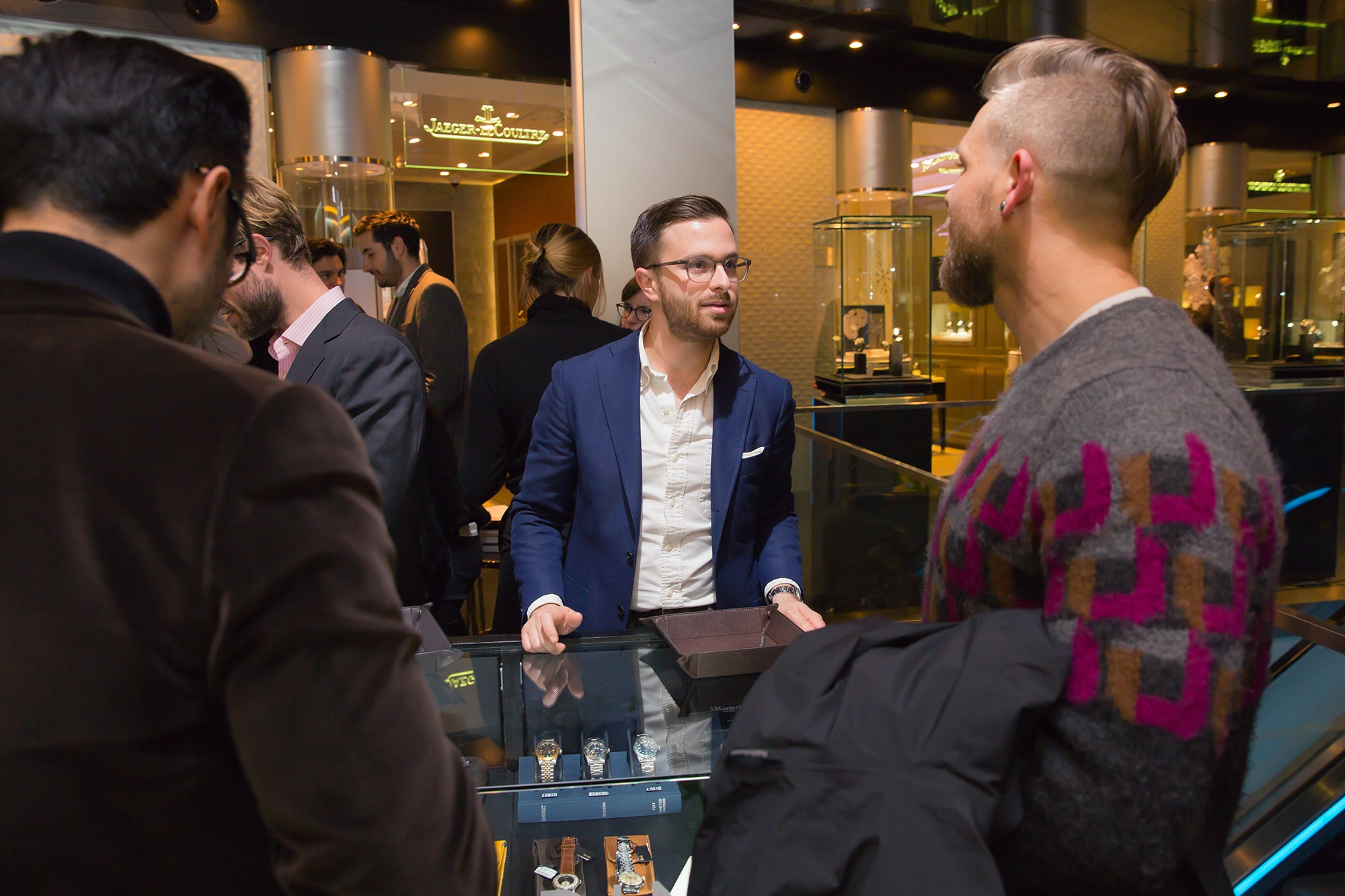Hodinkee Harrods pop-up Photo Report: Watch Spotting At The HODINKEE Meet-Up In London (Plus Our Holiday 2016 Pop-Up At Harrods) Photo Report: Watch Spotting At The HODINKEE Meet-Up In London (Plus Our Holiday 2016 Pop-Up At Harrods) 1
