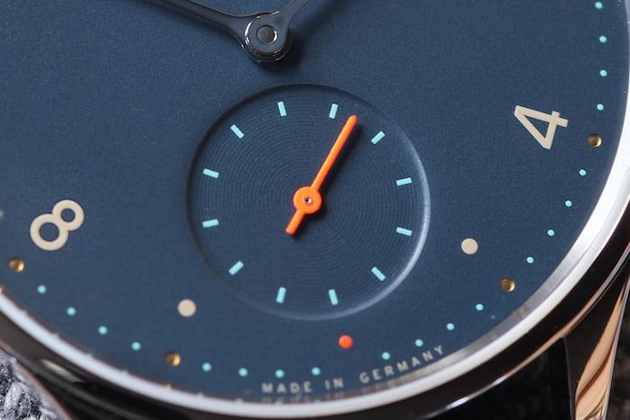 minimatik nachtblau dial close up nomos