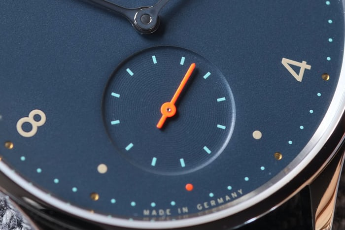 minimatik nachtblau dial close up nomos