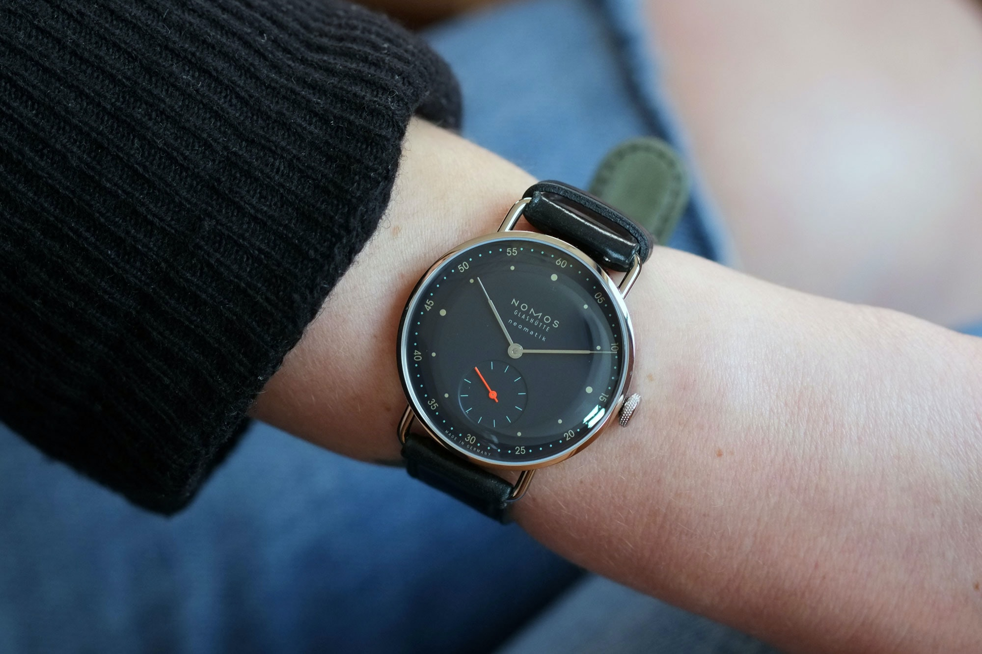 metro neomatik nachblau wristshot Hands-On: The NOMOS Nachtblau Collection, Four NOMOS Classics Get A Cool Dark Blue Treatment Hands-On: The NOMOS Nachtblau Collection, Four NOMOS Classics Get A Cool Dark Blue Treatment nomos 5