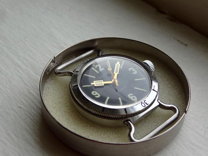 Soviet НВЧ-30 300m dive watch