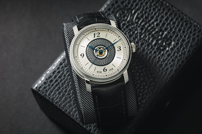 d-200 deluxe guitar rgm watch