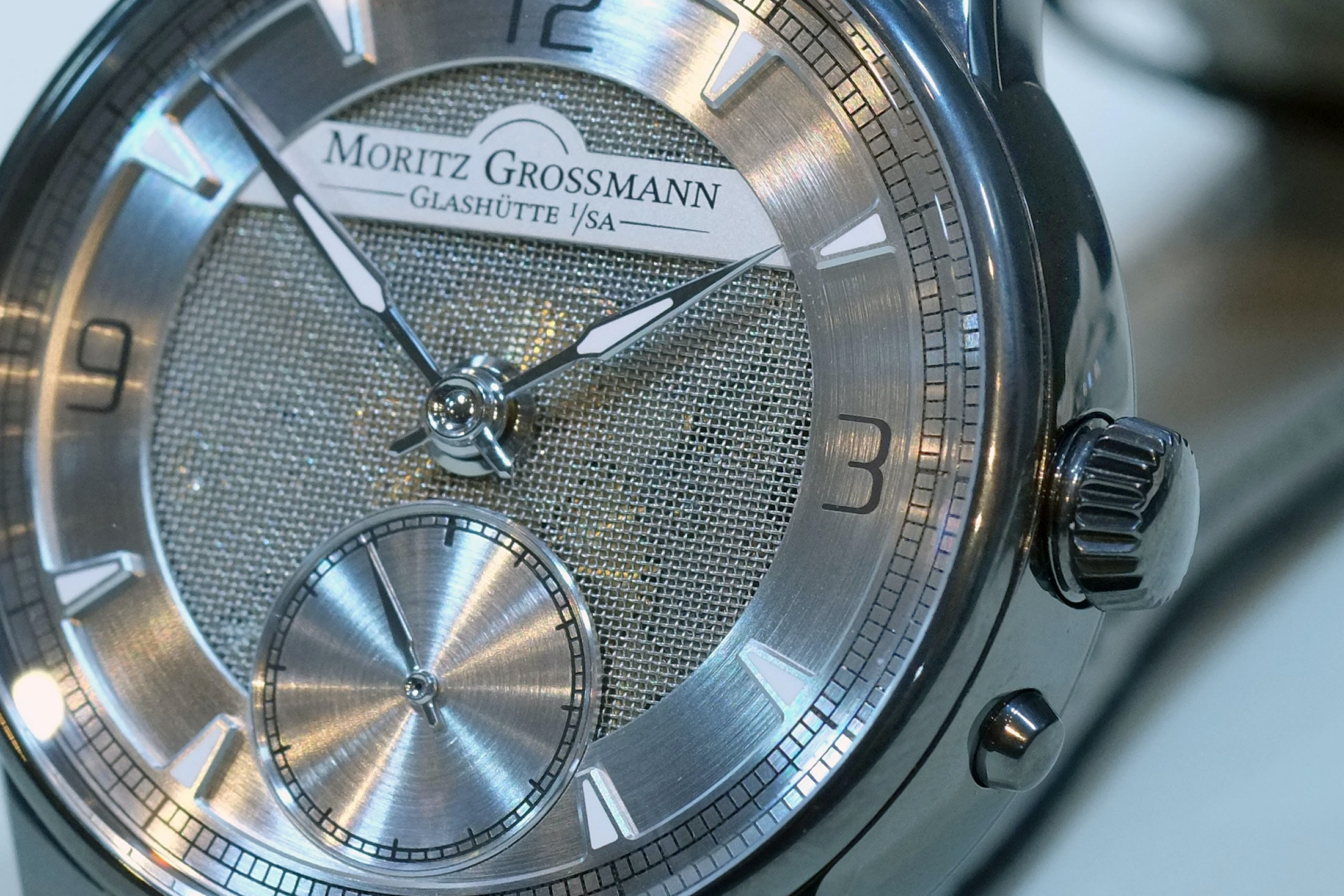 atum pure m moritz grossmann mesh dial Hands-On: The Moritz Grossmann Atum Pure M, A Polarizing But Fresh Design From Glashütte Hands-On: The Moritz Grossmann Atum Pure M, A Polarizing But Fresh Design From Glashütte mesh 6