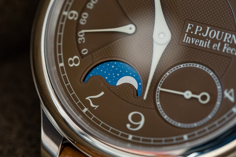 Octa Automatique Lune moonphase closeup
