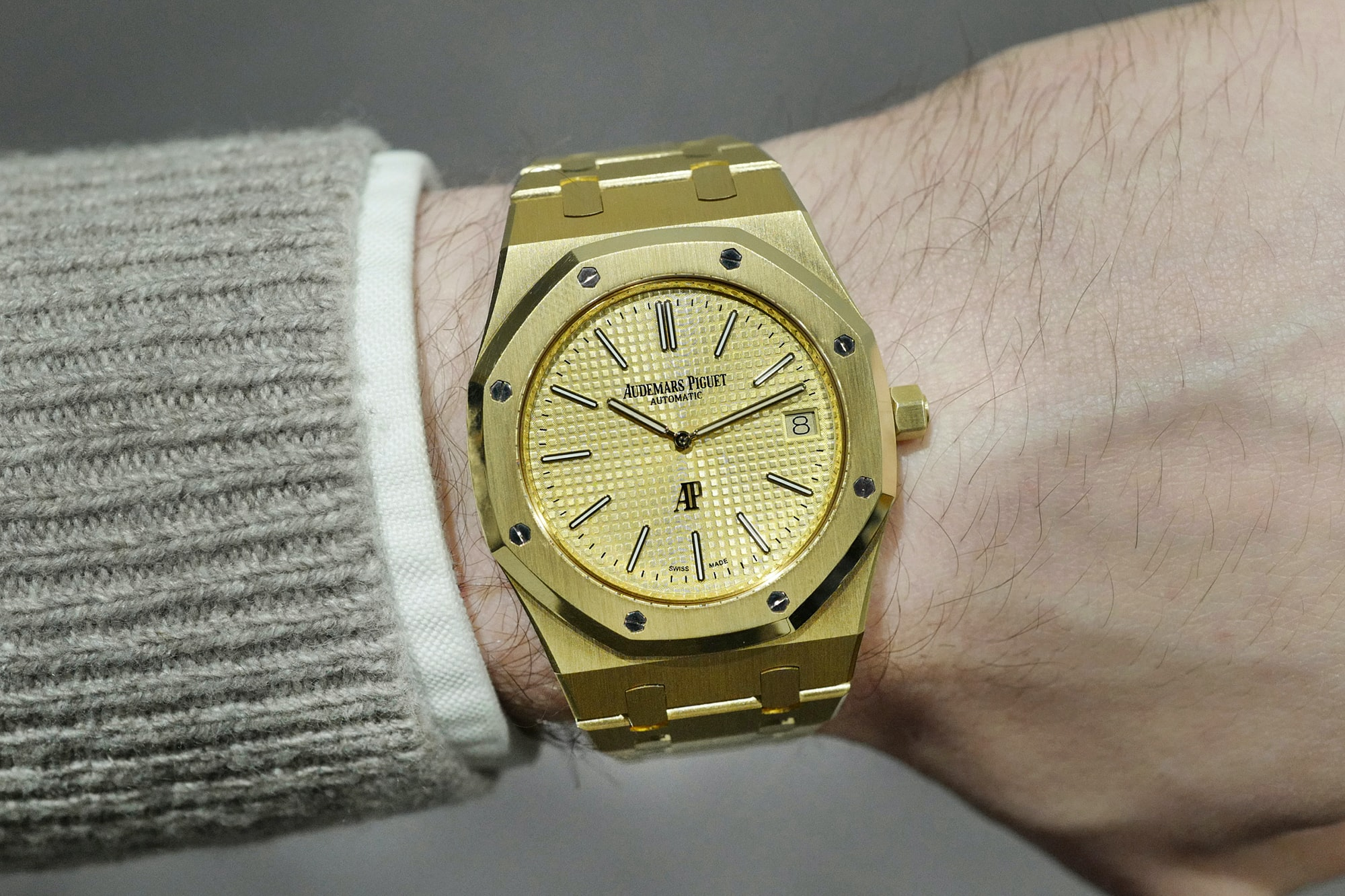 Hands-On: The Audemars Piguet Extra-Thin 'Jumbo' Royal Oak Reference 15202 In Yellow Gold Hands-On: The Audemars Piguet Extra-Thin 'Jumbo' Royal Oak Reference 15202 In Yellow Gold jumbo lede2