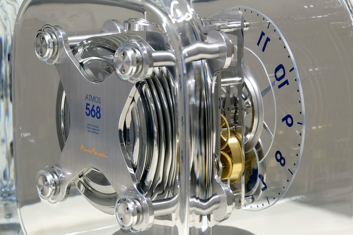 jaeger-lecoultre atmos 568 marc newson movement