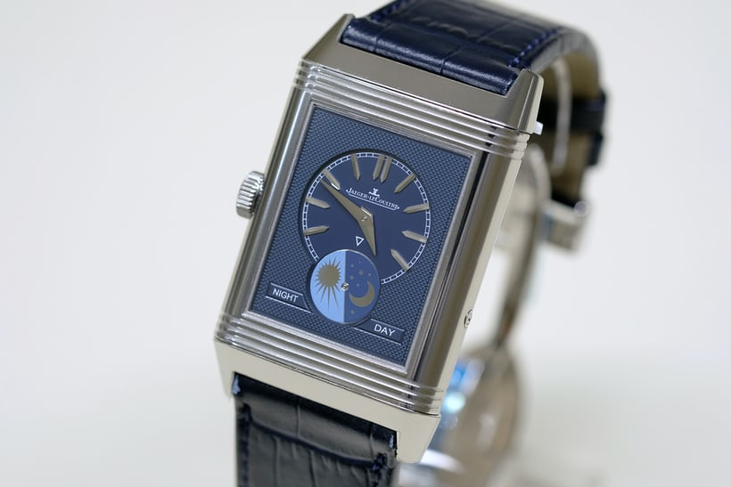 The  Reverso Tribute Moon displays the time in two time zones, using separate dials to distinguish home time from local time.