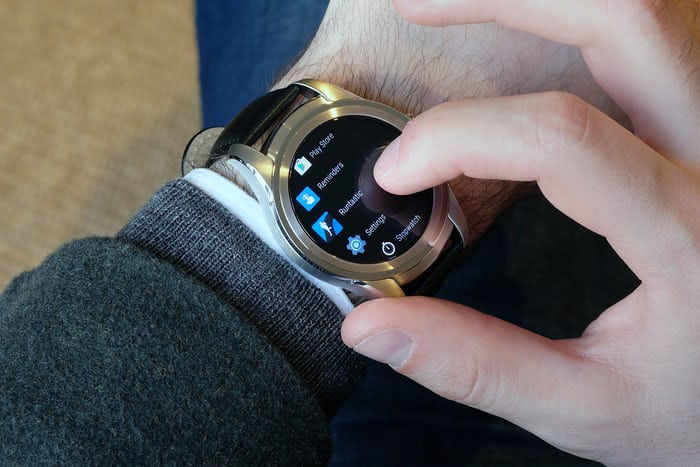 Montblanc Summit smartwatch apps