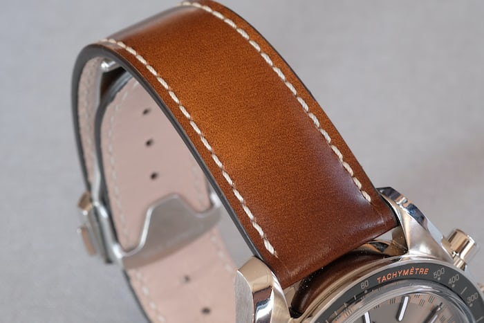 One of the two leather strap options.
