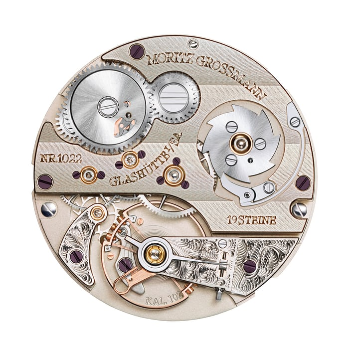 The caliber 102.2 contains a special click wheel system designed to prevent excessive tension in the mainspring.