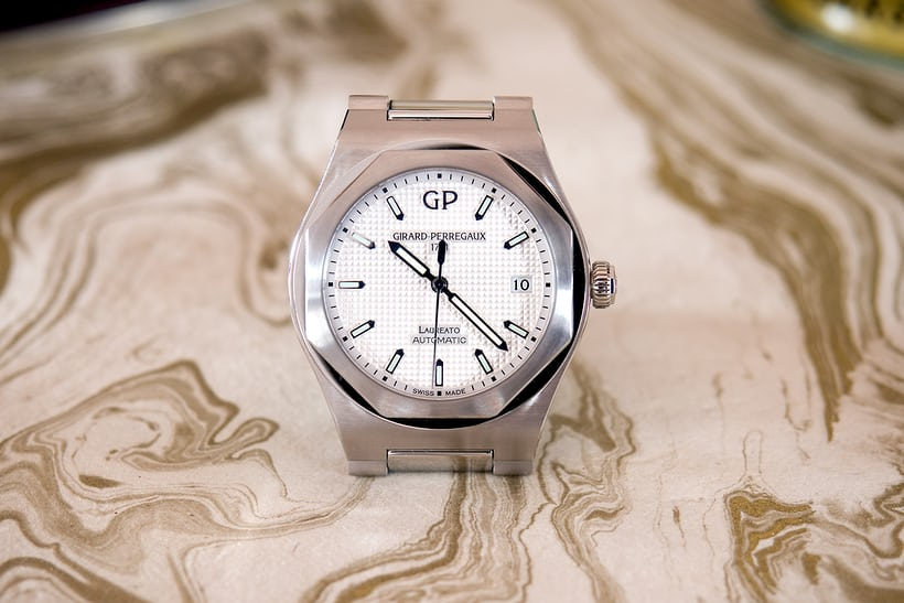 Girard-Perregaux 38mm Laureato steel white dial