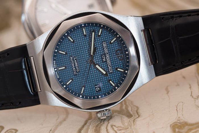 Girard-Perregaux Laureato 38mm blue dial closeup