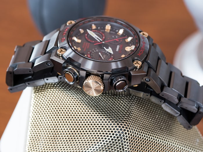 Casio G-Shock MRG-G1000B-1A4 Akazonae thickness