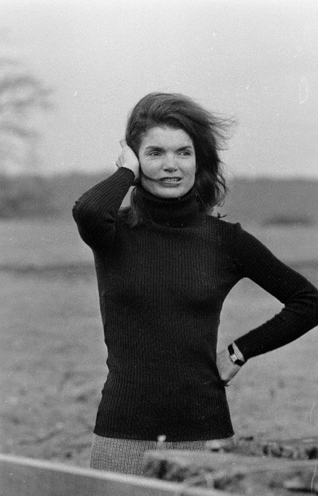 Jacqueline Kennedy Onassis wearing her Cartier Tank