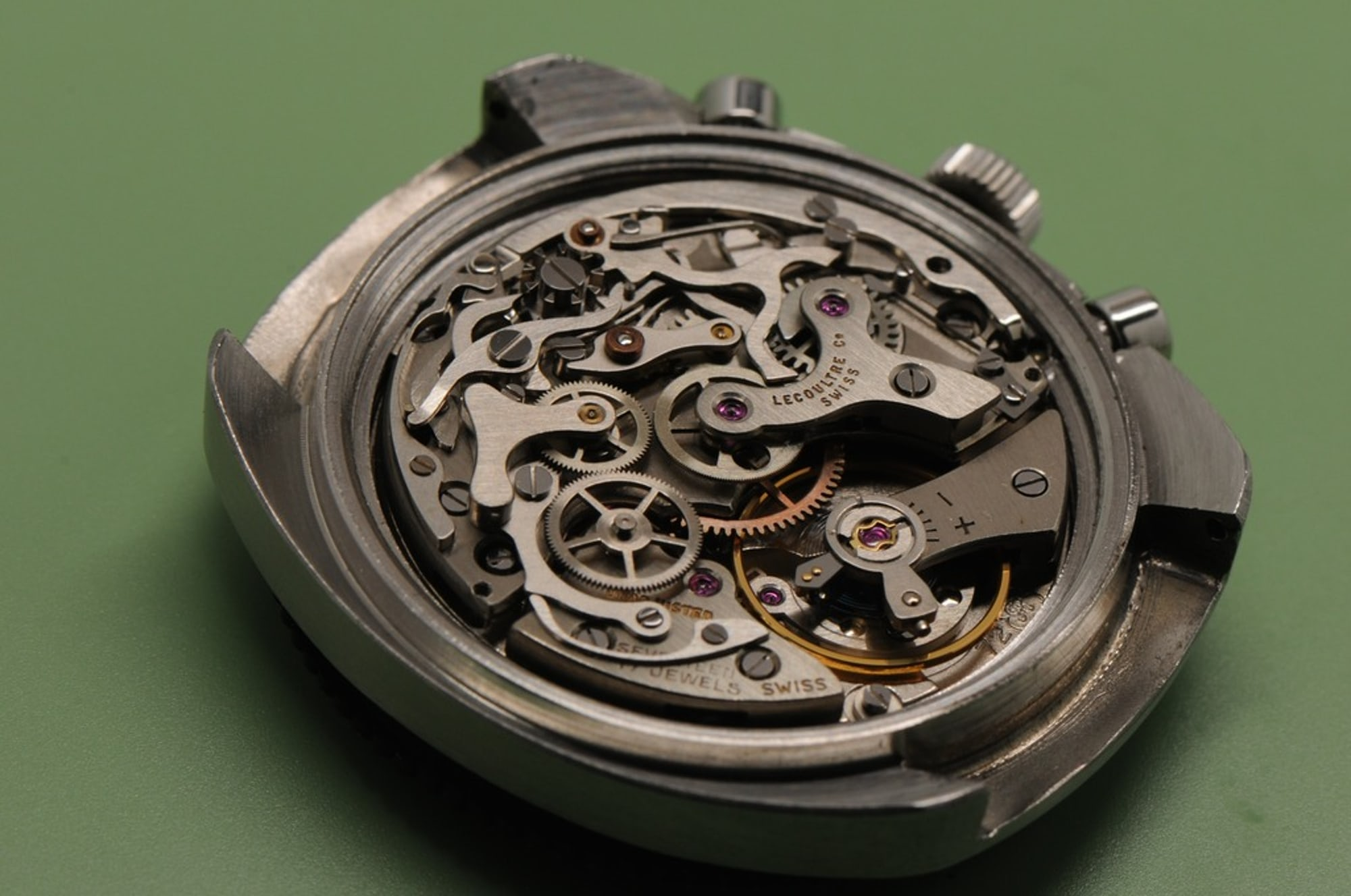 <p>A view from the Valjoux 72 chronograph caliber.</p>