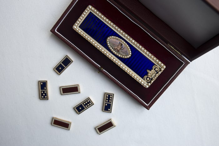 Victorian pearl set musical domino box