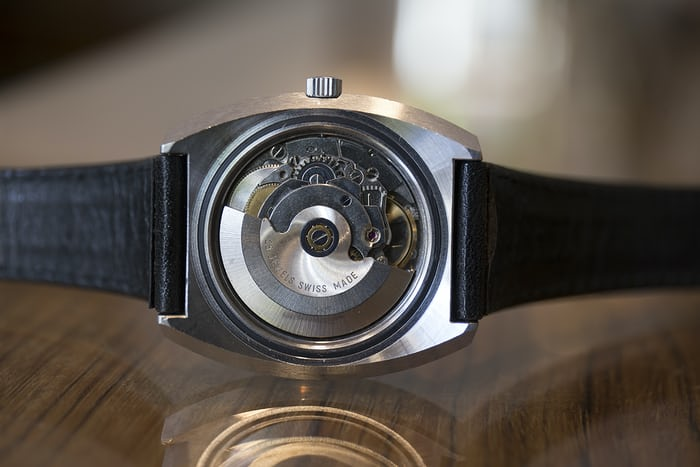 A view of the ETA 2632 ébauche found inside the watch.