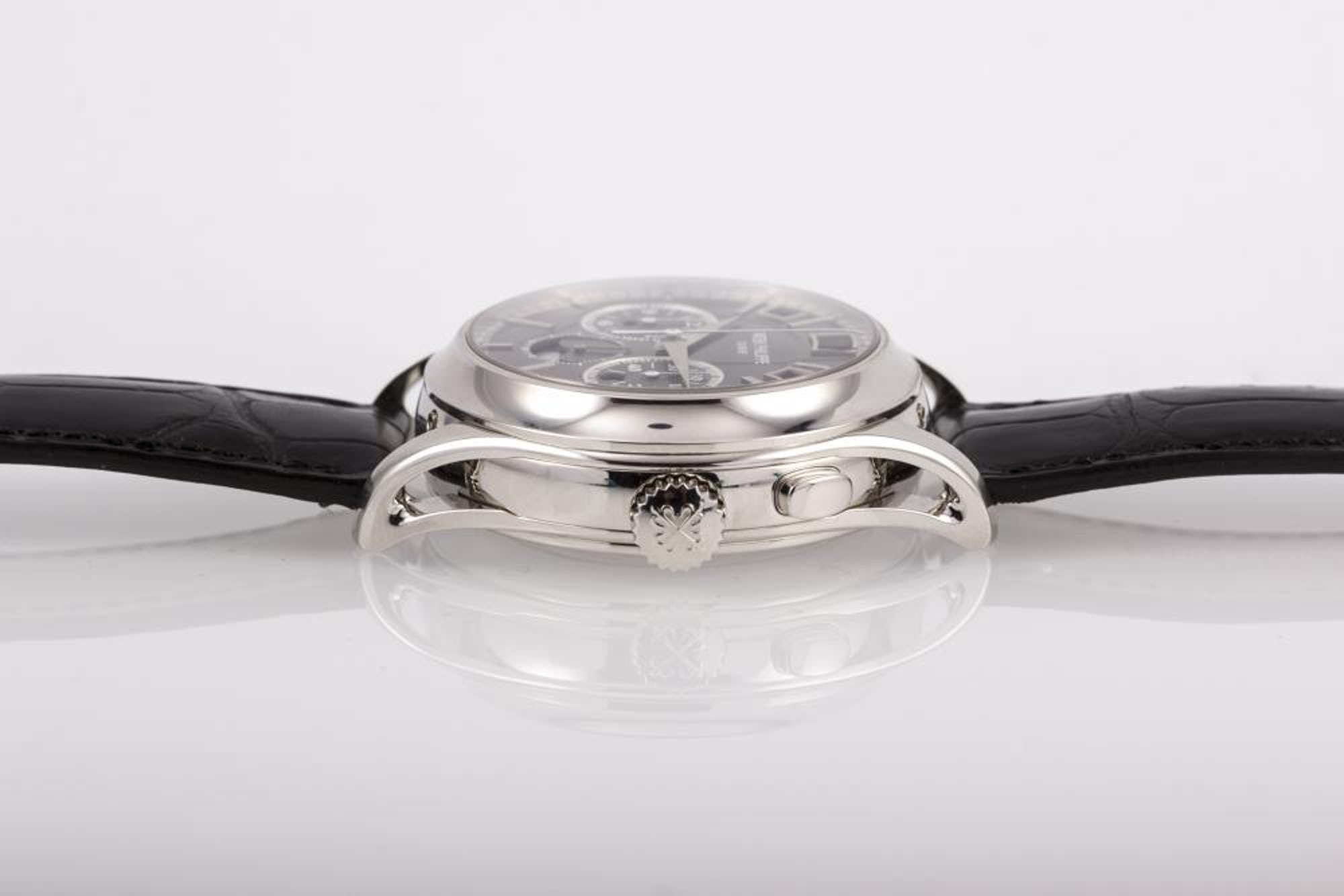 <p>The 5208 is a 42mm watch in platinum with pierced lugs.</p>