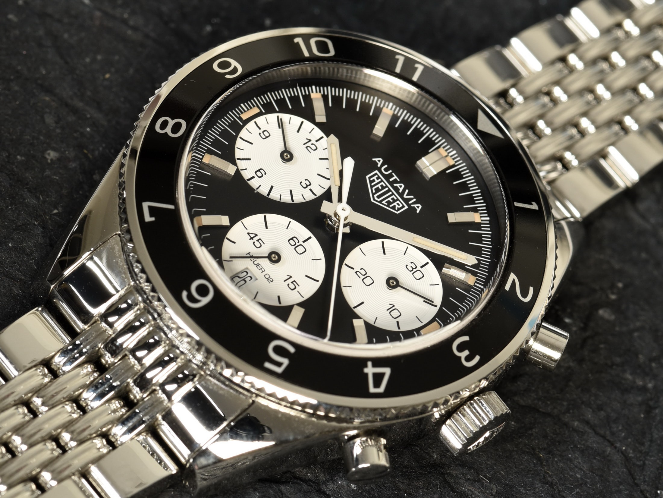tag heuer 2017 autavia dial detail Interview: Heuer Expert Jeff Stein's Take On The 2017 TAG Heuer Autavia Interview: Heuer Expert Jeff Stein's Take On The 2017 TAG Heuer Autavia 05Aut2017w2200h1652