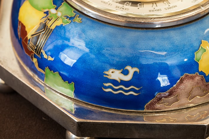 Ref. 828 HU case dolphin motif