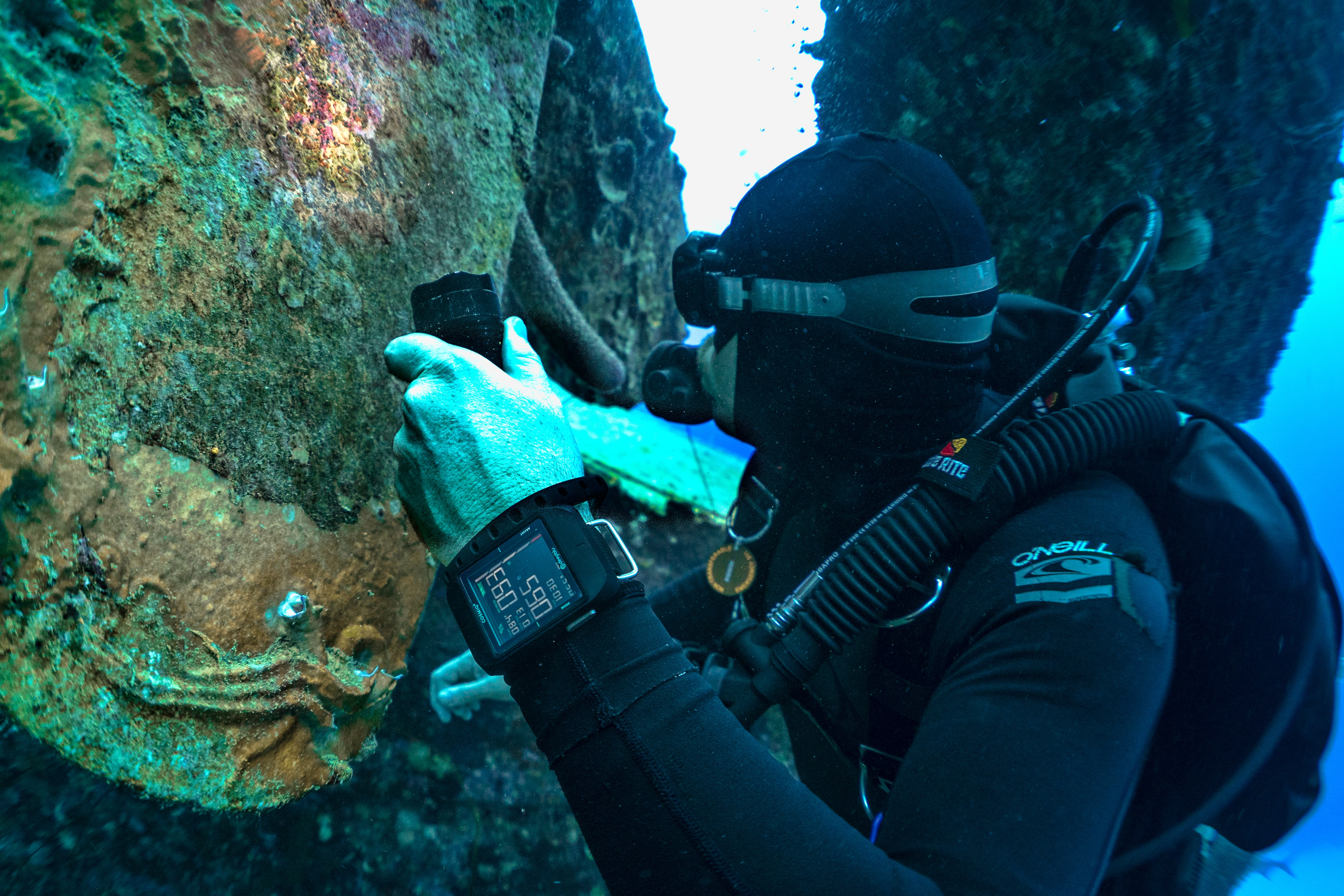In-Depth: Seven Dive Watch Myths Deep-Sixed divecomputer