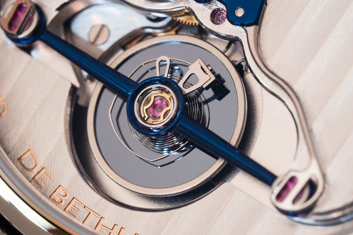 De Bethune DB28 Digitale balance closeup