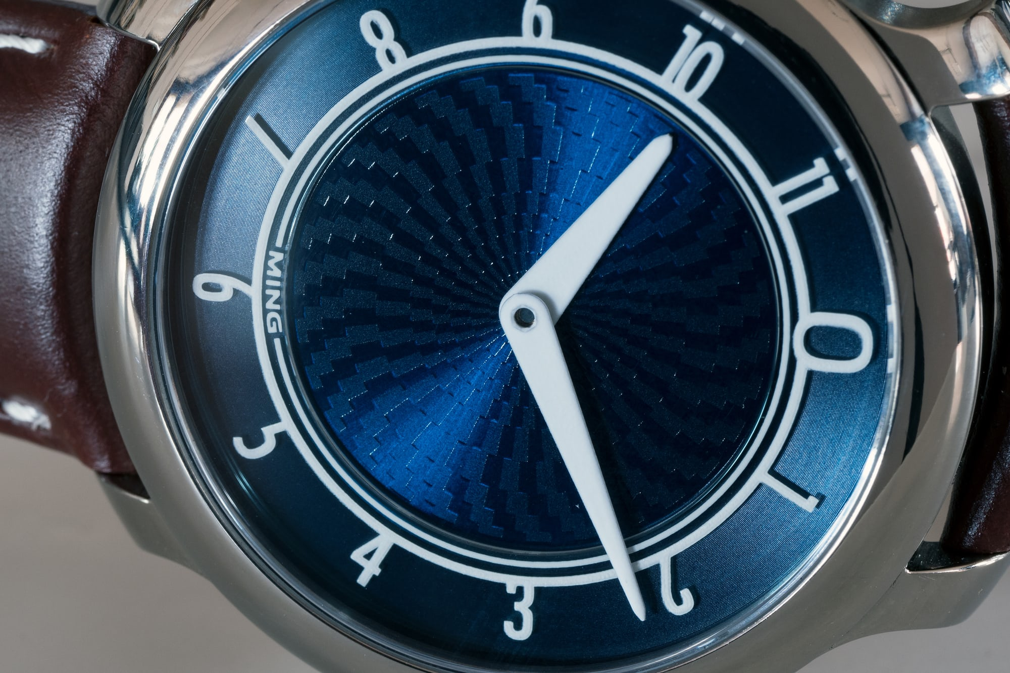 Ming 17.01 Blue dial texture