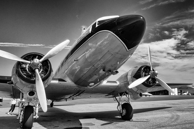 Breitling DC-3 nose and engines