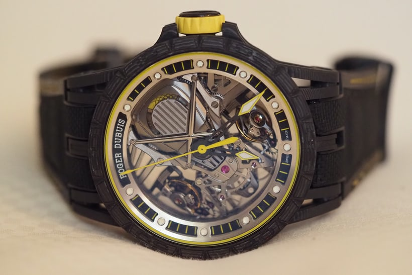 Caseback view of the carbon Aventador S.