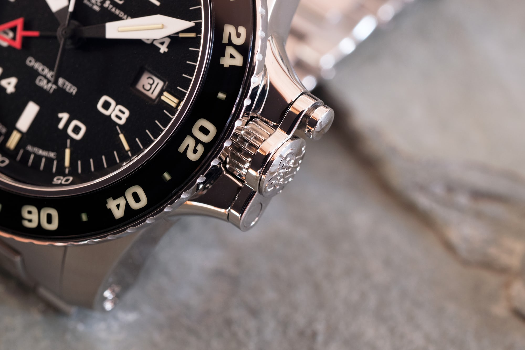 Ball Engineer Hydrocarbon AeroGMT II crown guard closed position
