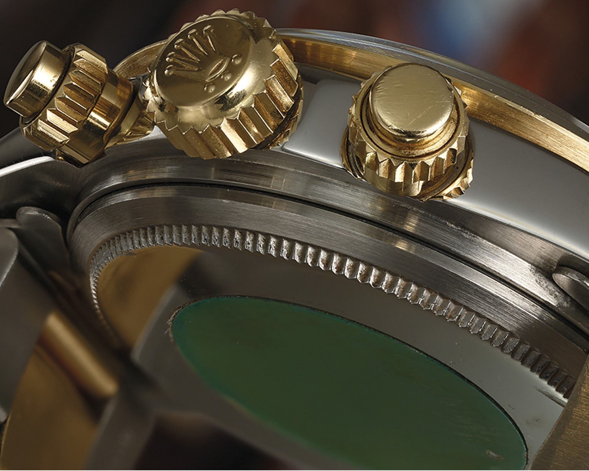 <p>18k yellow gold screw-down chronograph pushers, yowza.</p>