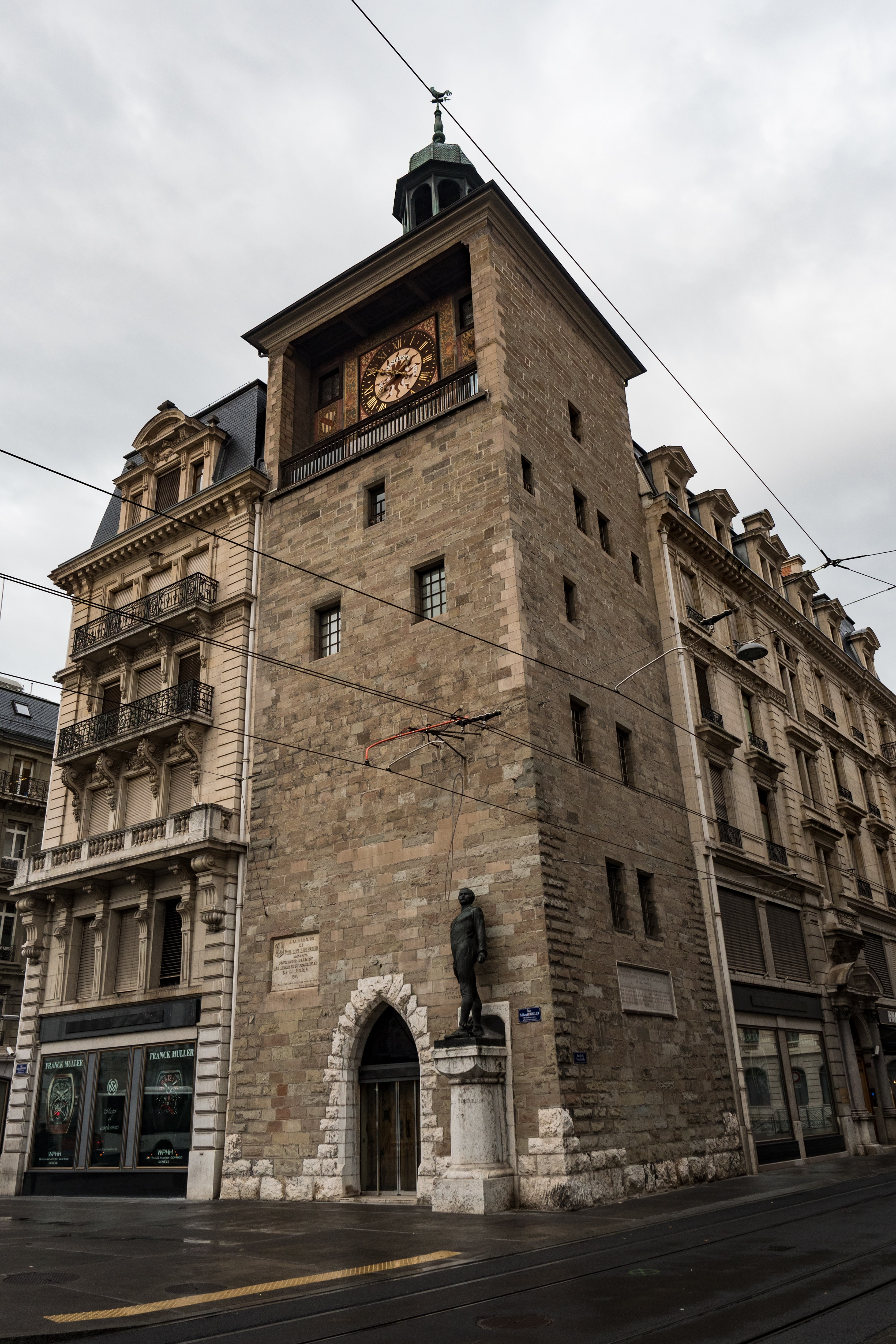 tour a l'ile, tower and clock, Geneva Dispatches: Public Clocks And Sundials In Geneva (Including That Church Clock Rolex Has Been Winding For 77 Years) Dispatches: Public Clocks And Sundials In Geneva (Including That Church Clock Rolex Has Been Winding For 77 Years) PB043967